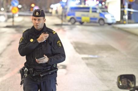 Un camión atropella a una multitud en Estocolmo y se estrella contra un centro comercial