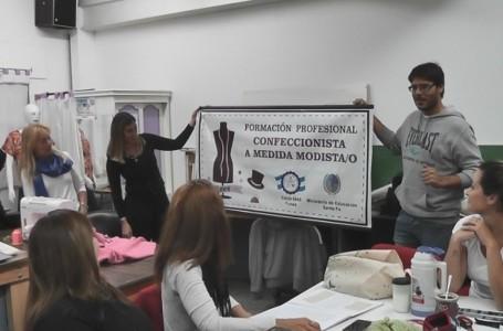 Desechos de carteles de campaña reciclados en el CECLA Funes