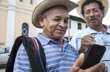 Colombianos, entre los que más pasan tiempo conectados a Smartphones