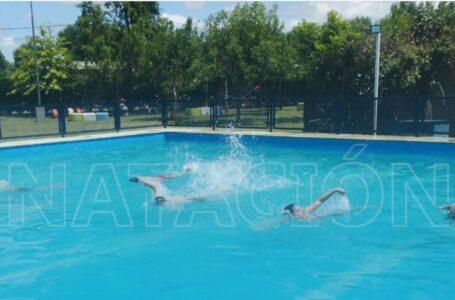 Dictan talleres de natación en el Néstor Klub de Roldán