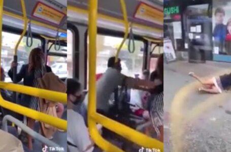 Un hombre tiró del colectivo a una mujer sin tapabocas que lo había escupido