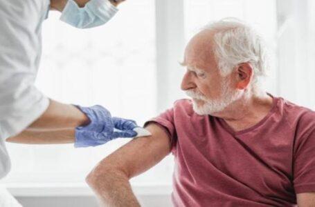 Inició la vacunación contra el Covid 19 a residentes y trabajadores de geriátricos