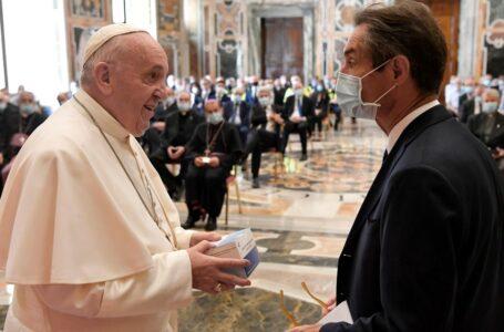 El Vaticano establece sanciones a los empleados que no quieran vacunarse