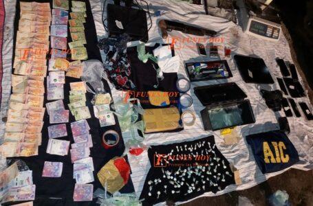 Allanamientos en Funes: dos detenidos, cocaína y armas