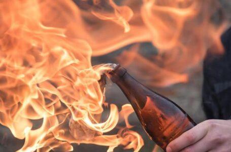 Incendiaron un auto con un explosivo casero, en el garaje de una vivienda de Funes