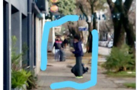 Vendedores ambulantes en Funes, algunos haciéndose pasar por colaboradores de excombatientes.