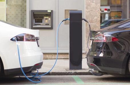 En 2030, la mitad de los autos vendidos en Estados Unidos serán eléctricos