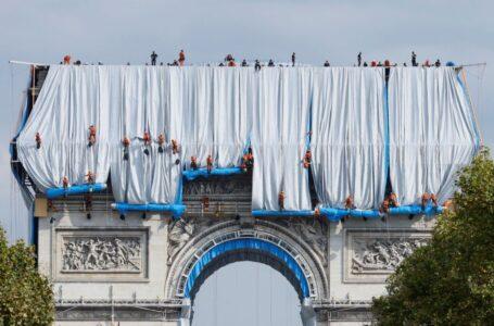 Inauguraron el Arco de Triunfo empaquetado por el artista Christo con un costo de U$S 16 millones