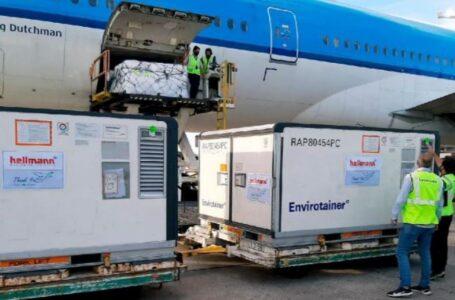 Llegó un cargamento de más de 800 mil dosis de AstraZeneca donadas por España