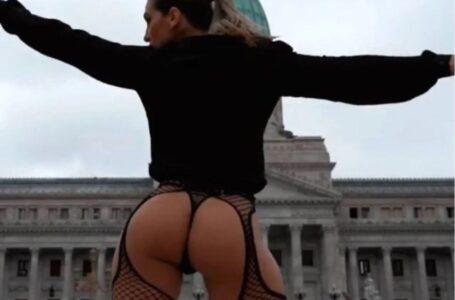 Insolito: Cinthia Fernández cerró la campaña bailando en portaligas frente al Congreso de la Nación