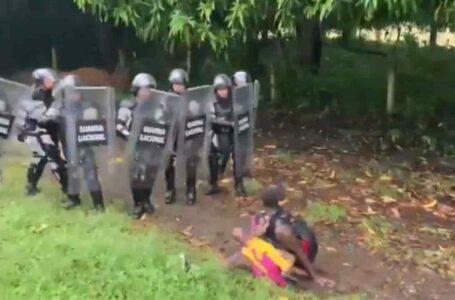 """Denuncian """"agresiones"""" de la policía mexicana contra una caravana de migrantes"""