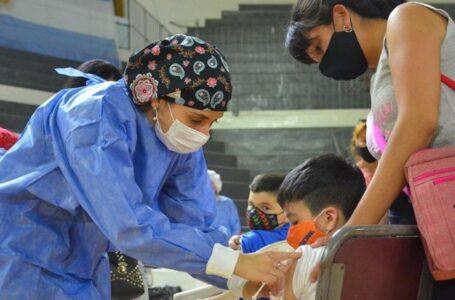 Cientos de niños funenses recibieron el aviso para inocularse la primer vacuna contra el coronavirus.
